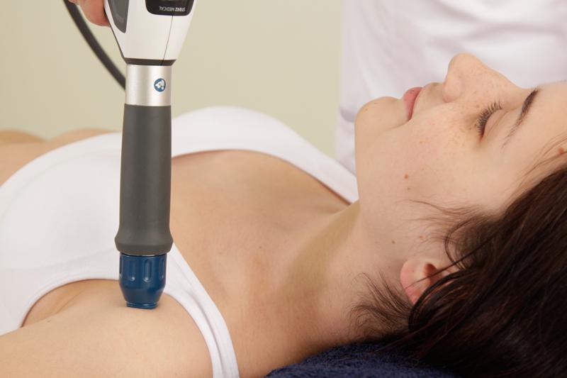 Процедура радиальной ударно-волновой терапии  при патологии плечевого сустава на аппарате Duolit SD1 ultra.