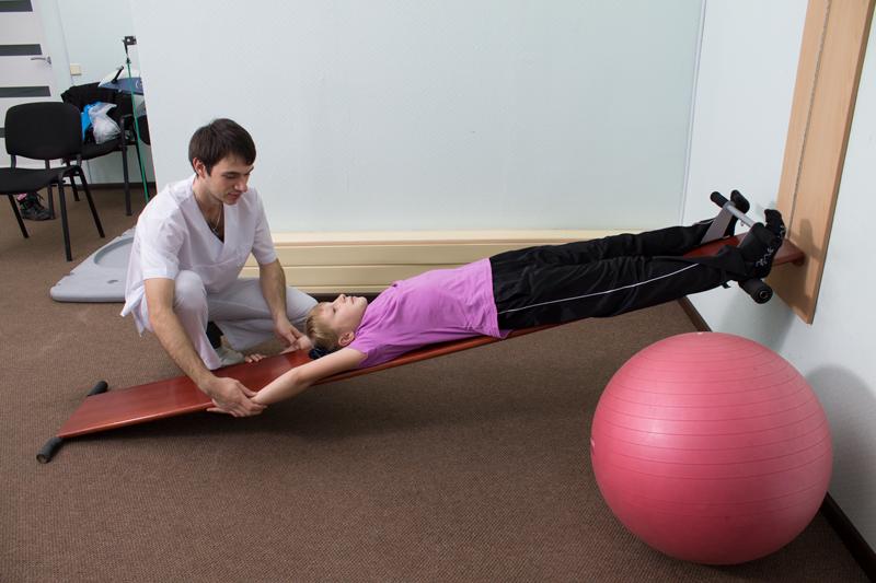 Занятия под руководством реабилитолога на профилакторе Евминова.