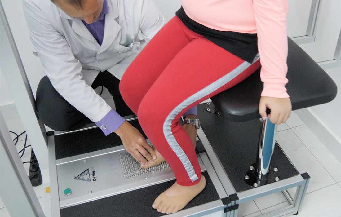 Коррекция стопы во время диагностика плоскостопия